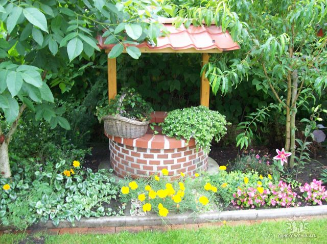 Декоративные колодцы для сада своими руками фото