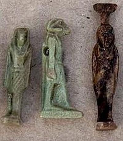 По мнению специалистов, останки людей, найденных в гробнице датируются Поздним периодом египетской цивилизации, возраст же ящера установить пока не удалось.
