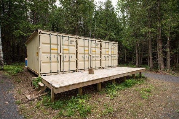 Бюджетное мужское жилище в лесу.