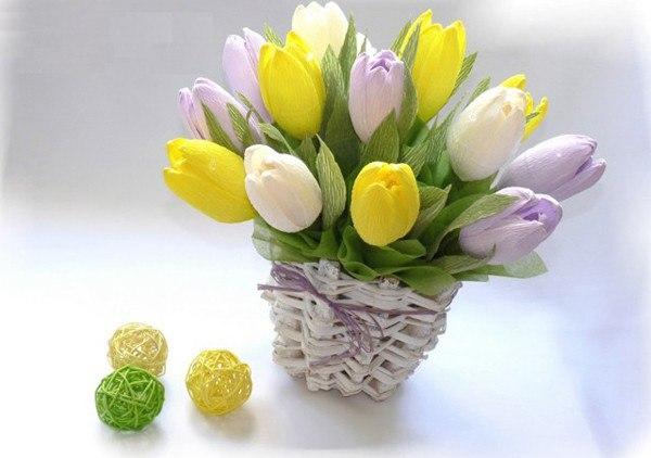 Тюльпаны из конфет и гофрированной бумаги пошагово