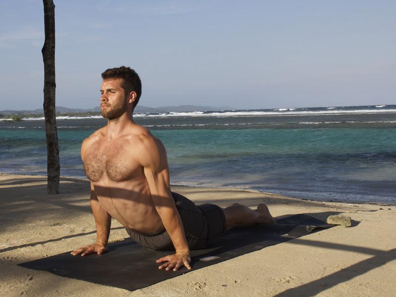 Позы йоги, которые стоит знать мужчине