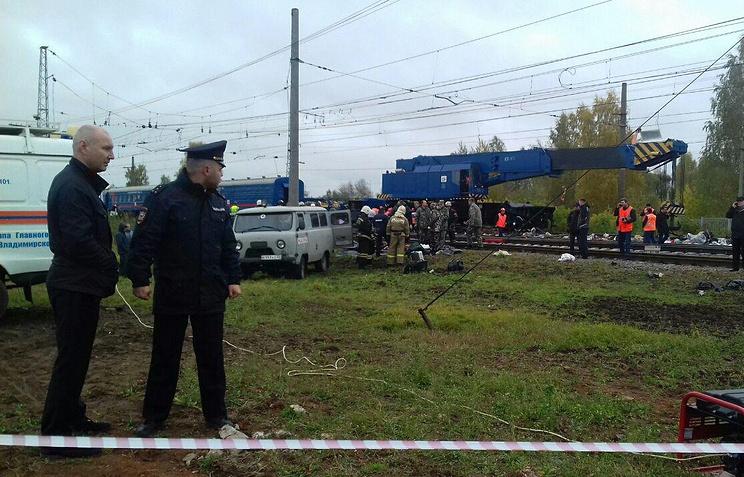 Во Владимирской области поезд протаранил автобус, погибли 16 человек