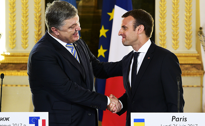 Эдуард Лимонов: Макрон на встрече с Порошенко продолжил песни Олланда