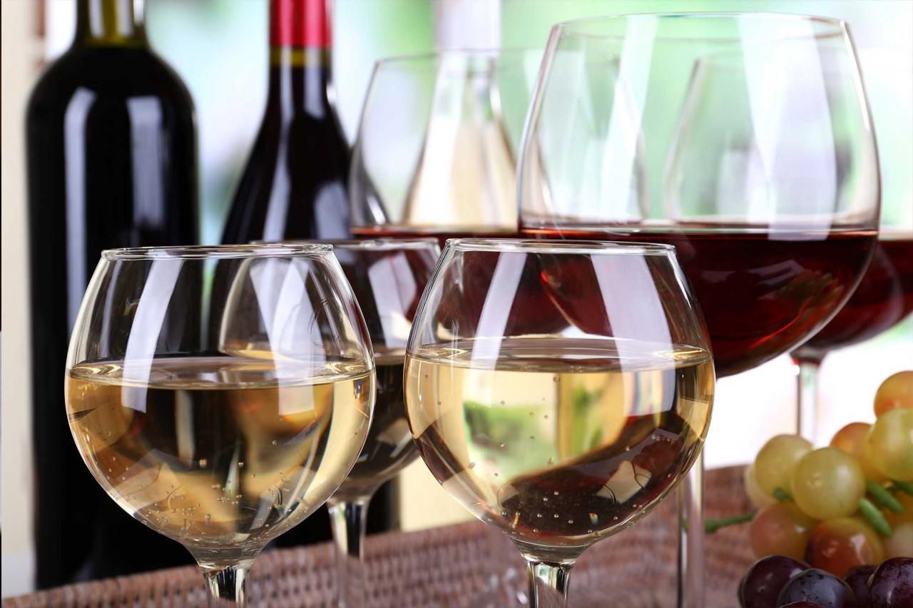 Остатки сладки: 5 способов использовать недопитое вино + секреты хранения