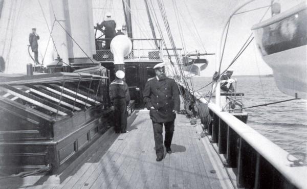 Александр III на палубе яхты. Финские шхеры. Конец 1880-х гг история, факты