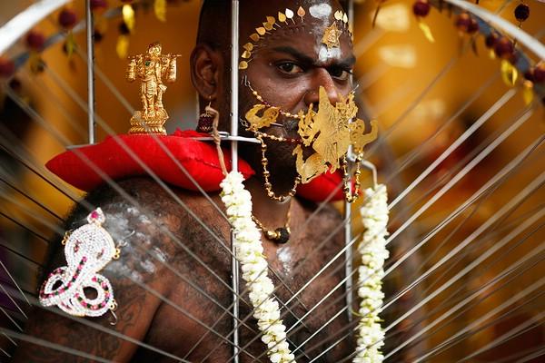 Шокирующий индуистский праздник ТАЙПУСАМ