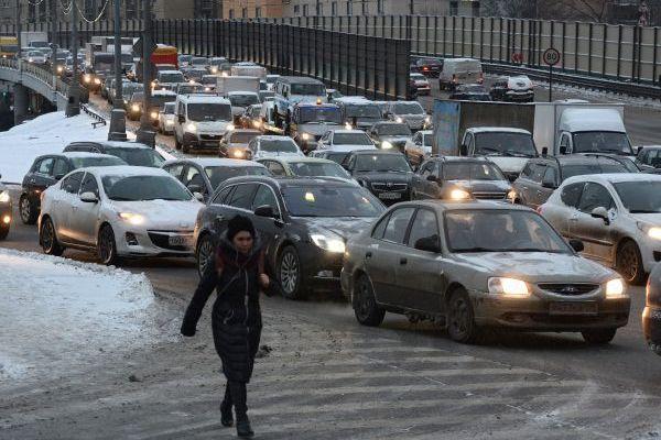 Большинство россиян предпочли покупать машины за свой счет
