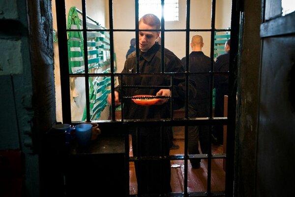 """Почему в тюрьме некоторые блатные боятся """"опущенных"""""""