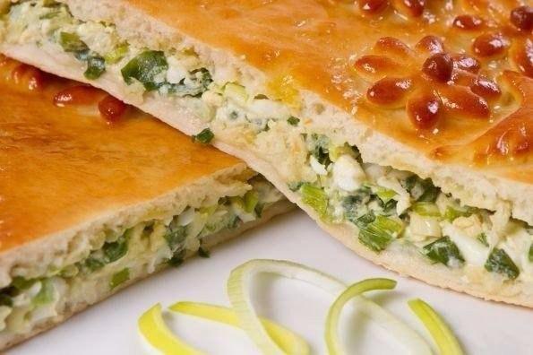Вкусно-нежный пирог с зеленым луком, курицей и сырной корочкой
