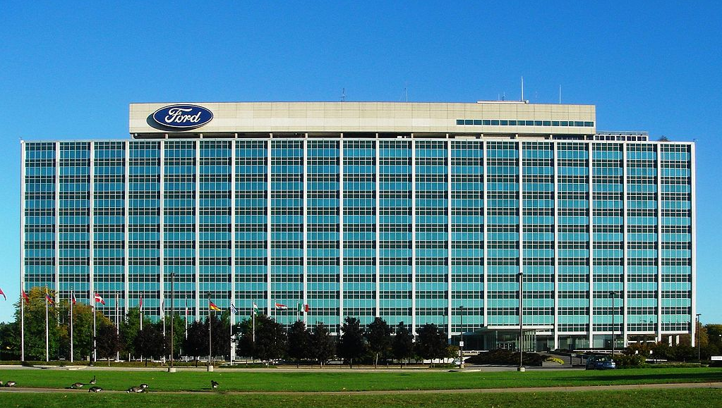 Удар по Макрону: Ford собира…