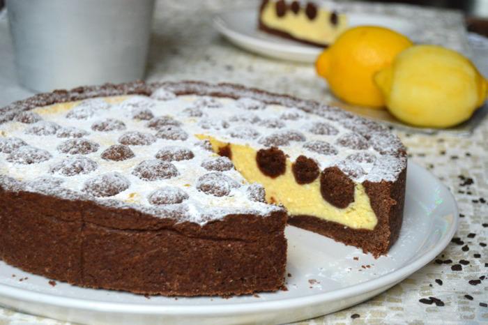 Творожное пирожное с шоколадными шариками – порадуйте себя и своих близких кусочком этой романтической нежности…