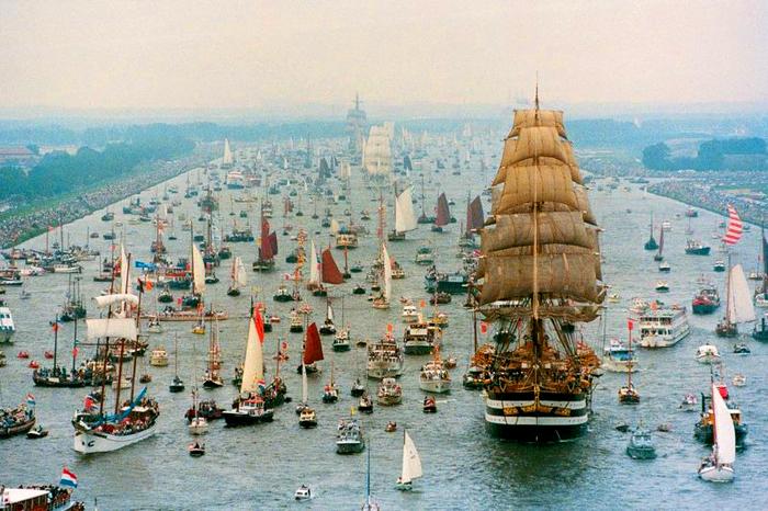 В 2000г. на SAIL Amsterdam собралось 8 000 суден.