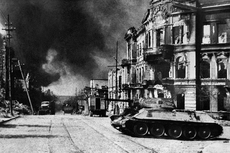 ID: 10632302 Описание: Советский Союз. Севастополь. Вид на улицу Ленина в день освобождения города, 1944 год. Фотохроника ТАСС