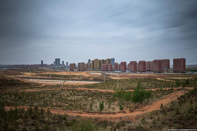 Путешествие по крупнейшему городу-призраку Китая