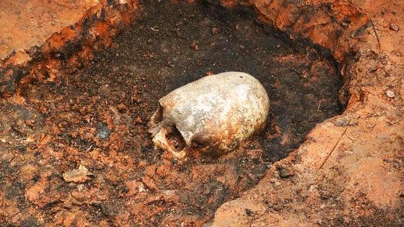 """Британcкие ученые изучают найденный на Урале скелет женщины-""""пришельца"""""""