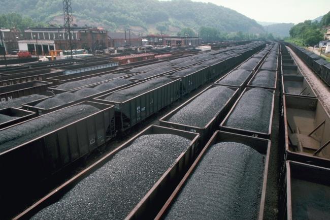 Белоруссия за один год нарастила экспорт угля на Украину в ТЫСЯЧУ раз - причем не имея месторождений угля :-)