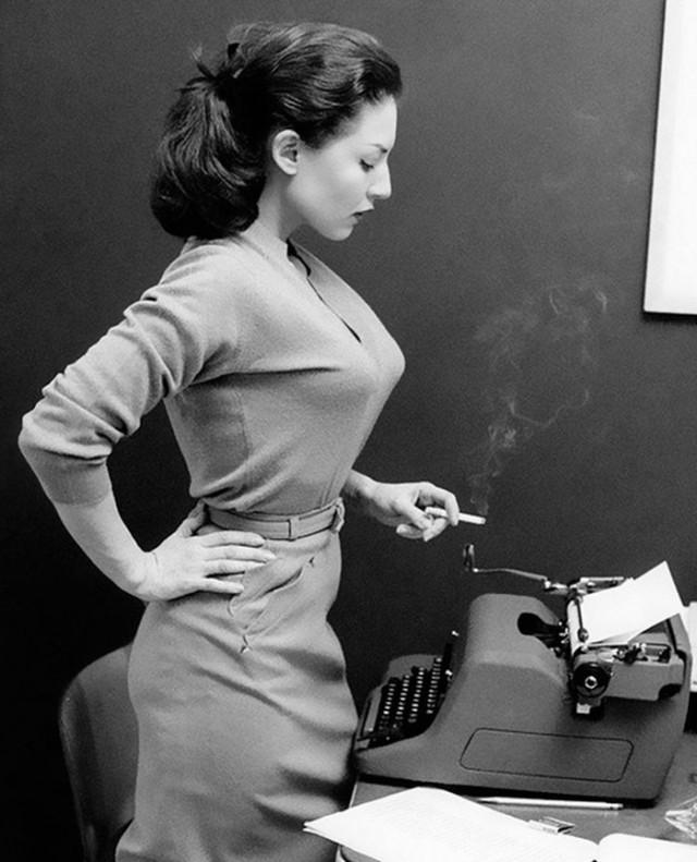 Бюстгальтер «пуля»: модное нижнее бельё в середине 20-го века, отвлекающее внимание от глаз