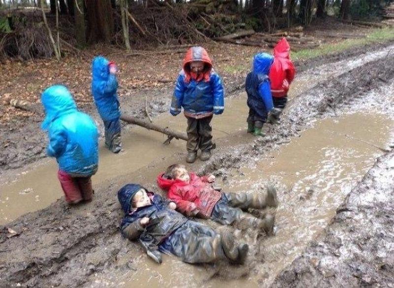 """""""Как думаешь, это самая грязная грязь в мире?"""" дети, счастье"""