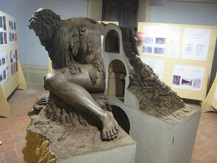 Эта огромная скульптура создана в XVI веке. Но оказалось, что она хранит в себе еще много тайн...