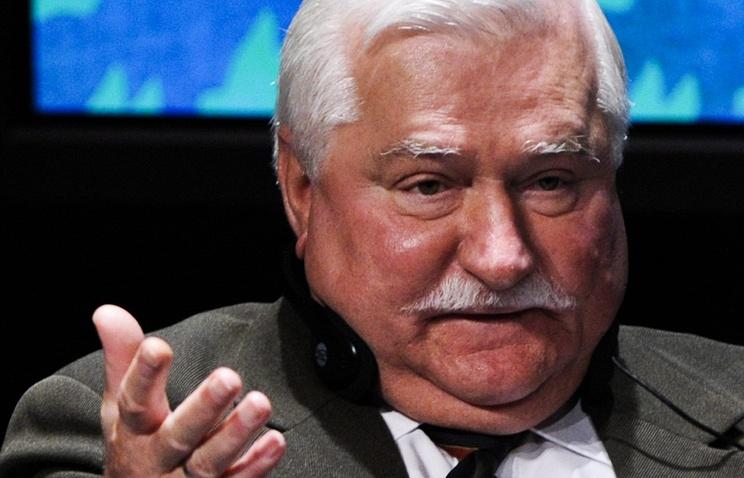 ТАСС: Экс-президент Польши Лех Валенса сломал ногу, выходя из костела