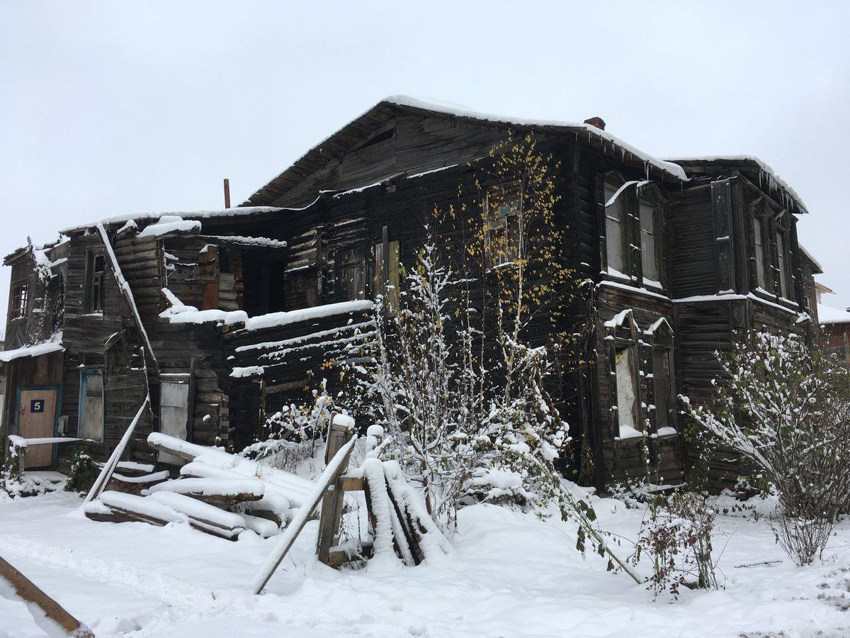 Вот вам сразу иллюстрация снежной сказки и разрушенных домиков