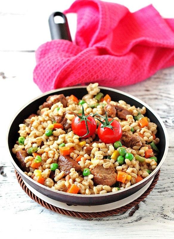 Перловка с мясом и овощами  На 100 г 130 ккал  ингредиенты : 500 гр баранина(или любое другое...
