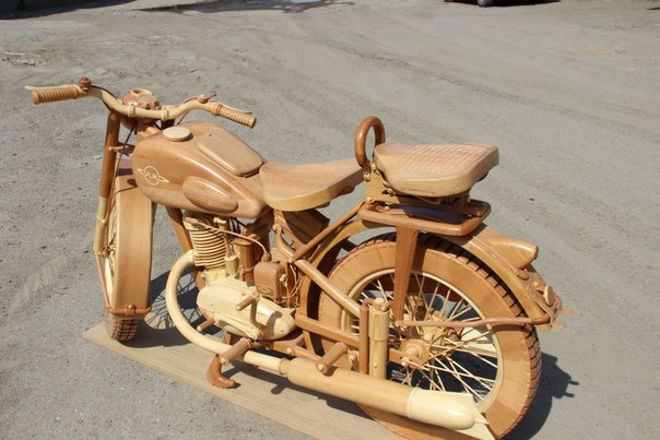 Мотоцикл Иж-49 из… дерева