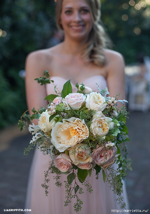 Свадебный букет из свежих листьев и цветов из гофрированной бумаги (7) (490x700, 258Kb)