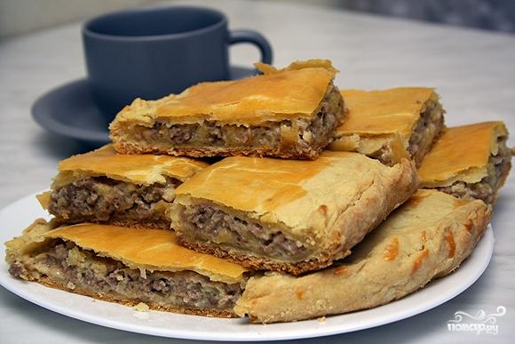 Пирог с сыром и мясом.