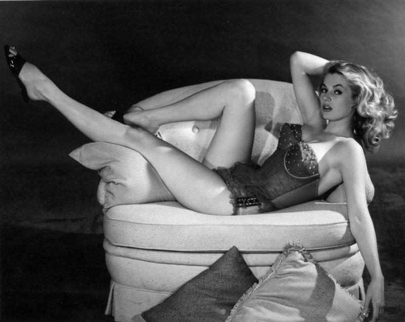 «Изменяет? Забудь!»: секс-советы из прошлого для идеальных жен