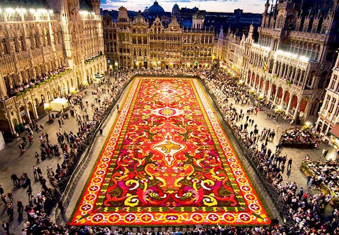 Ковер из цветов в Бельгии в мире, скульптура