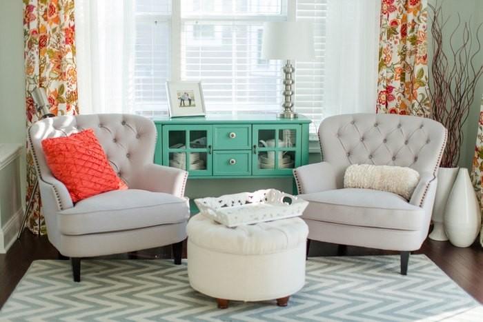 Причины, по которой стоит выкинуть диван из малогабаритки: [b] Причина №1:[/b] гостиная без дивана – это стильно!    Зачастую диван занимает добрую часть гостиной, особенно, если