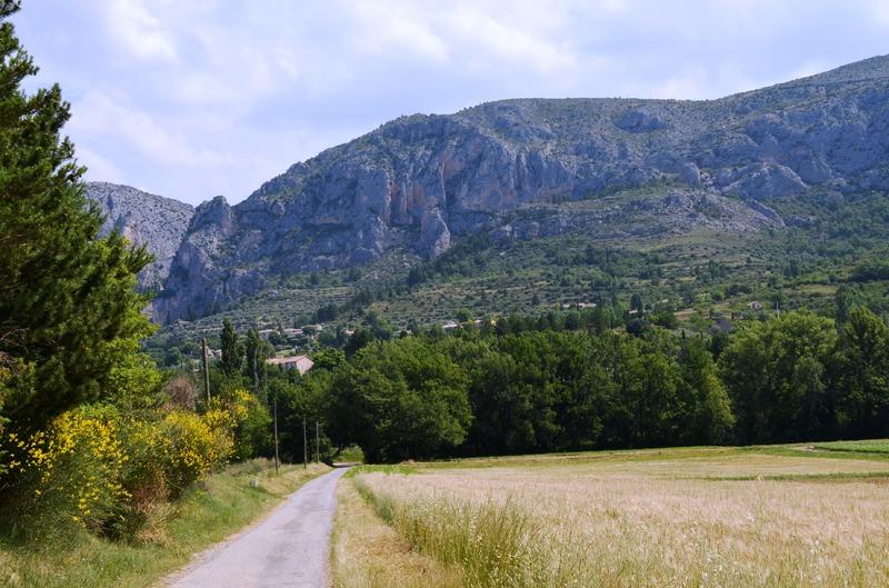 Прованская деревня Мустье-Сент-Мари, озеро Сент-Круа
