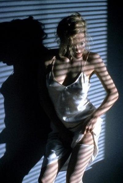 """Эротический танец Ким Бейсингер из фильма """"9 1/2 недель"""""""