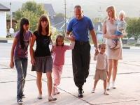 О разводе не думали. 10 необычных историй счастливых семей