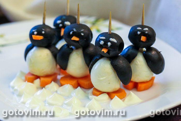 Пингвины из маслин и моцареллы. Фотография рецепта