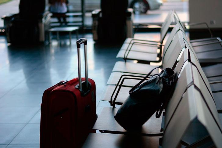Оставил дочку охранять чемодан