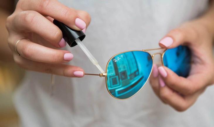 16. Укрепить ослабший винтик на солнечных очках поможет прозрачный лак для ногтей. одежда, совет