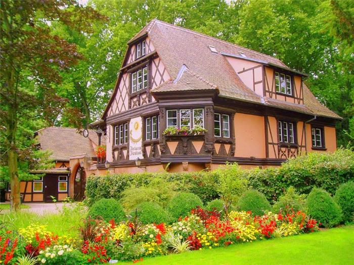 Дом с красивым садом фото