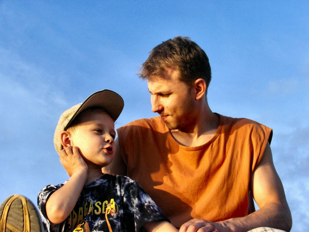 Умный отец с творческим подходом по воспитанию сынишки (1 фото)