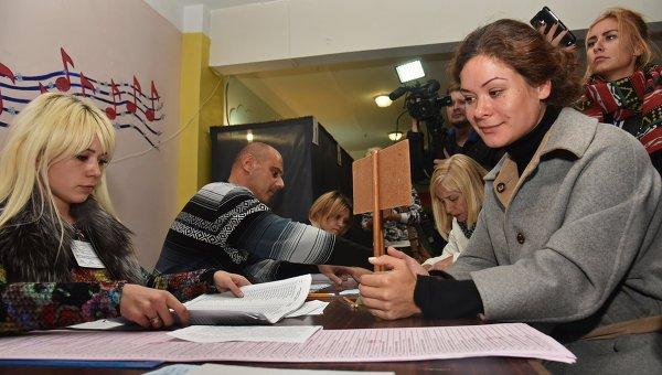 Гайдар выгнали с избирательного участка при подсчете голосов в Одессе