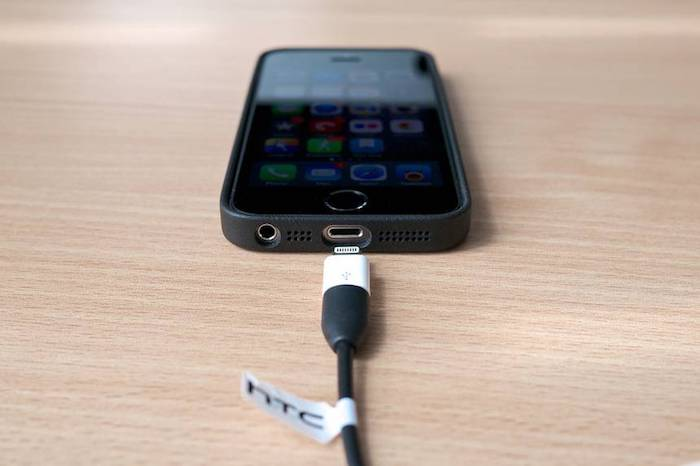 «Чужие» зарядные устройства могут скачивать ваши файлы.