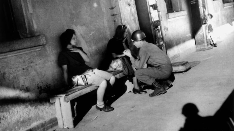 Картинки по запросу Американских солдат обвинили в массовых изнасилованиях немок