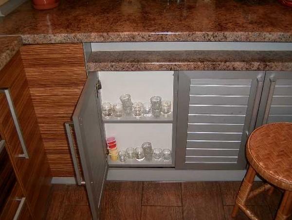 Полка под подоконником на кухне своими руками 57