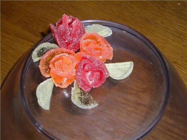 Быстрое украшение для торта: розы из мармелада