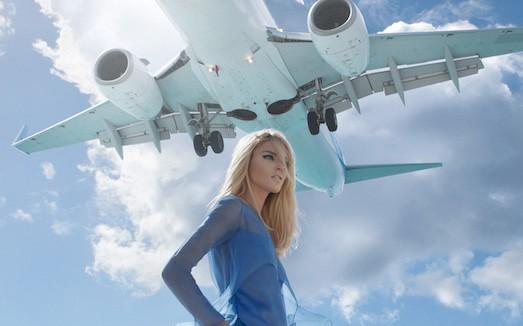 картинки самолет и девушка гласила