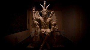 Храм Сатаны открывает статую Бафомета в Детройте