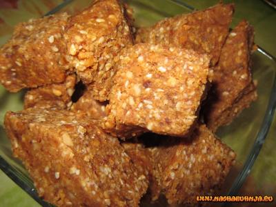 Полезная арахисовая халва с кунжутом и финиками