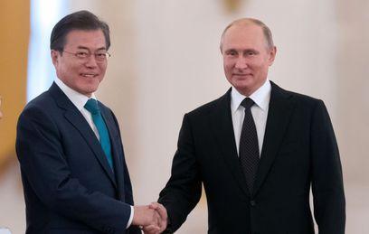 Путин обсудил с Мун Чжэ Ином ситуацию на Корейском полуострове