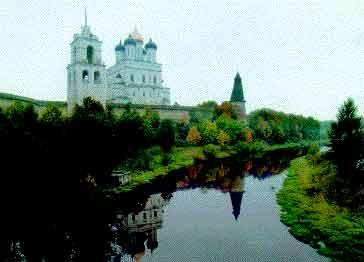 Псковский кремль со стороны реки Псковы.